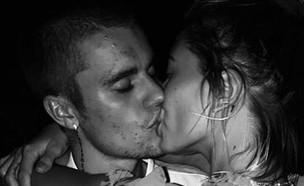 ג'סטין והיילי מתנשקים (צילום: איינסטגרם justinbieber)