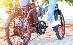 אופניים חשמליים (צילום: Stav krikst, shutterstock)