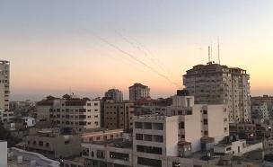 עשרות רקטות לישראל בפחות משעה: כך נראו השיגורים (צילום: חדשות)