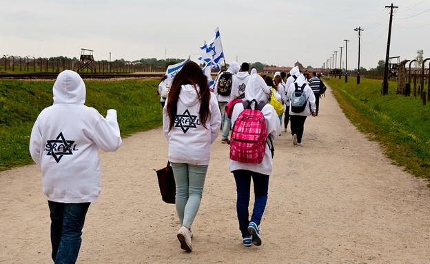 תלמידים ישראלים מבקרים באושוויץ  (צילום: By Dafna A.meron, shutterstock)