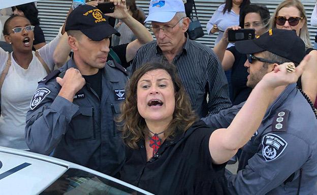 ענבל חרמוני בהפגנה (צילום: ללא, חדשות)