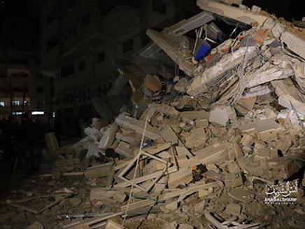הריסות בניין הטלוויזיה של חמאס שהופצץ