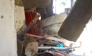 כך נראה הבניין שנפגע אתמול ישירות מרקטה (צילום: החדשות)