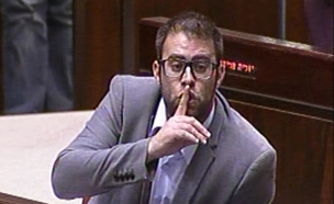 אורן חזן בדיון במליאת הכנסת על חוק המואזין (צילום: ערוץ הכנסת, חדשות)