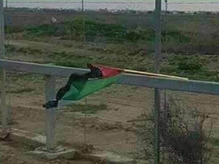 הדגל שחובר למטען החבלה (צילום: מוקד הידיעות Global, חדשות)