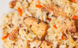 תבשיל אורז וסלמון מהיר (צילום: siamionau pavel, shutterstock)