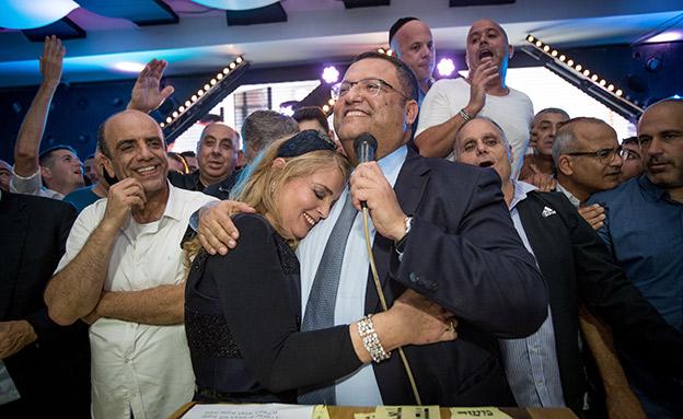 משה ליאון במטה הבחירות לאחר הזכייה (צילום: Yonatan Sindel/Flash90)