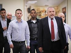 אביגדור ליברמן בהתפטרות מתפקידו כשר הביטחון (צילום: Yonatan Sindel/FLASH90)