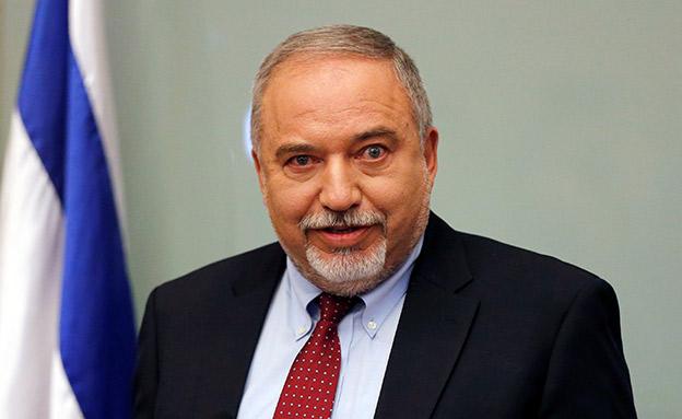 אביגדור ליברמן בהתפטרות מתפקידו כשר הביטחון (צילום: רויטרס)
