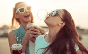 נערות במשקפי שמש (צילום:  debasige, ShutterStock)