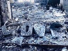 כך הבית של מיילי סיירוס נראה אחרי השריפה