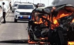 הרכב עלה באש (צילום: חדשות)