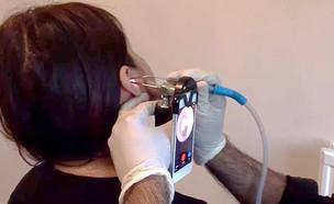 טיפול אוזניים (צילום: MagazineNiche, twitter)