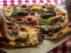 איפה תוכלו לאכול פיצה ככל יכולתכם החורף?