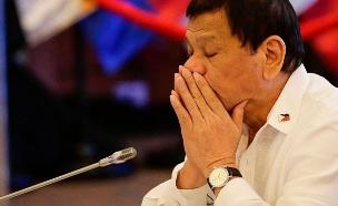 נשיא הפיליפינים תופס תנומה (צילום: SKY NEWS, חדשות)