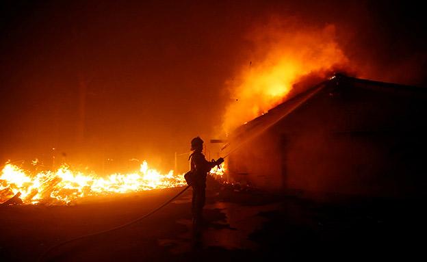"""""""האש שאגה"""" (צילום: רויטרס, חדשות)"""
