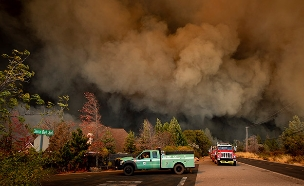"""""""אמא אדמה תפעיל מחר את המאוורר"""" (צילום: AP, חדשות)"""