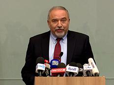 אביגדור ליברמן בהתפטרות מתפקידו כשר הביטחון (צילום: החדשות)