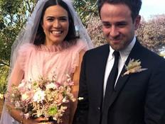 יפה בוורוד: מנדי מור התחתנה והשמלה מושלמת