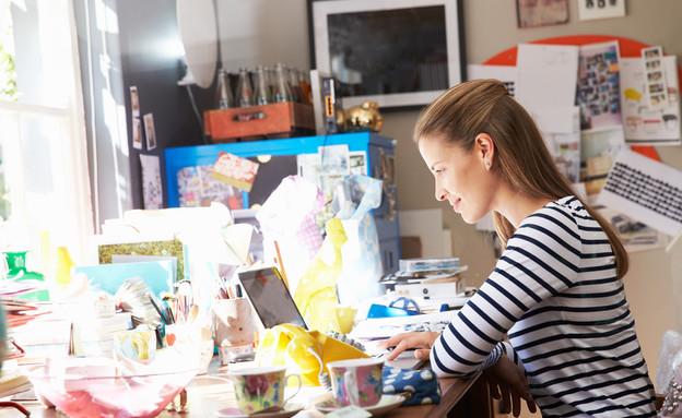דברים על שולחן העבודה שצריך להיפטר מהם (צילום: kateafter | Shutterstock.com )