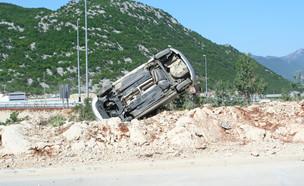 רכב מתרסק (צילום: shutterstock | Jure Divich)