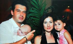 דימיטרי טטיאנה ושני ילדיהם (צילום: Roni SchutzerFlash90)
