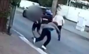 """עו""""ד הנער שתקף את הקשישה בראיון (צילום: מתוך """"חדשות הבוקר"""" , קשת 12)"""