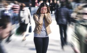 אישה היסטרית ברחוב (אילוסטרציה: kateafter | Shutterstock.com )