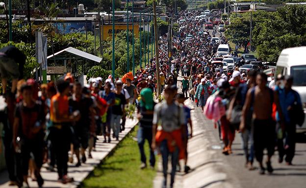 השיירה שעושה את דרכה צפונה במקסיקו (צילום: רוייטרס, חדשות)