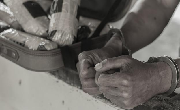 הברחת סמים (צילום: shutterstock | Tinnakorn jorruang)