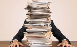 הר של מסמכים (צילום: Billion Photos, ShutterStock)