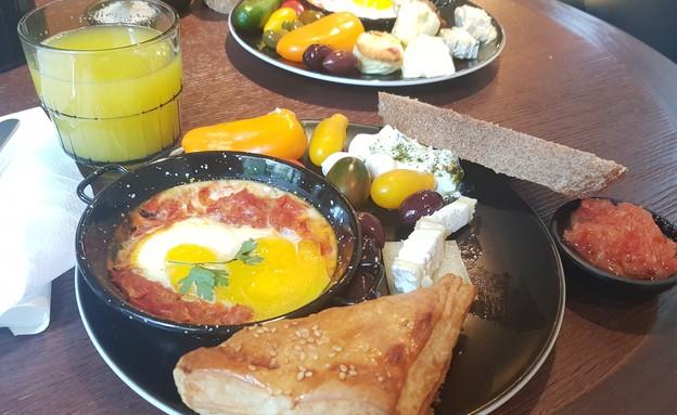 ארוחת בוקר   (צילום: נעמה ברקן)