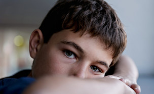 ילד עצוב (צילום: Fresnel, Shutterstock)