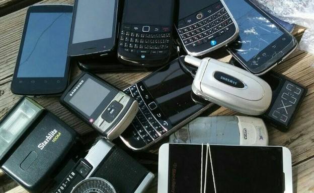"""הטלפון המקולקל ששוכב לכם בבית שווה מלא כסף (צילום: פרויקט מלאכים - מל""""י)"""