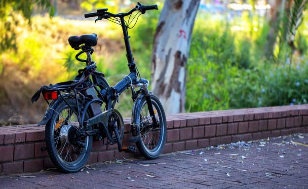 אופניים חשמליים (צילום: shutterstock By Layue)