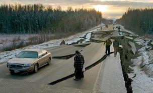 תיעוד: רגעי הבהלה בזמן רעידת האדמה (צילום: AP, חדשות)