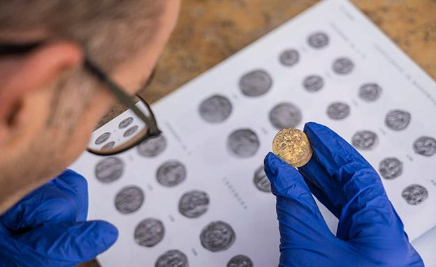 צפו: המטמון שנמצא בקיסריה (צילום: יניב ברמן, באדיבות החברה לפיתוח קיסריה, חדשות)