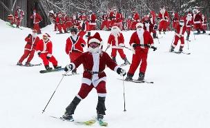מאות סנטה קלאוסים גולשים במדרון (צילום: AP, חדשות)