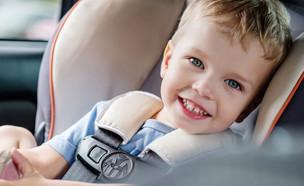 ילד בכיסא בטיחות ברכב (צילום:  Sokolova Maryna, shutterstock)