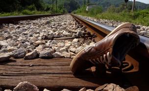 מוות ברכבת (צילום: shutterstock | Dzelaluddin)