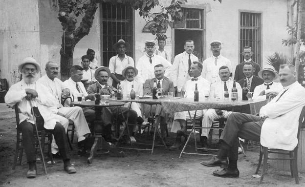 הארוחה בשנת 1918 (צילום: יחצ)