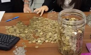 תשלום לסלקום בעשרות אגורות (צילום: Miha Praslov)