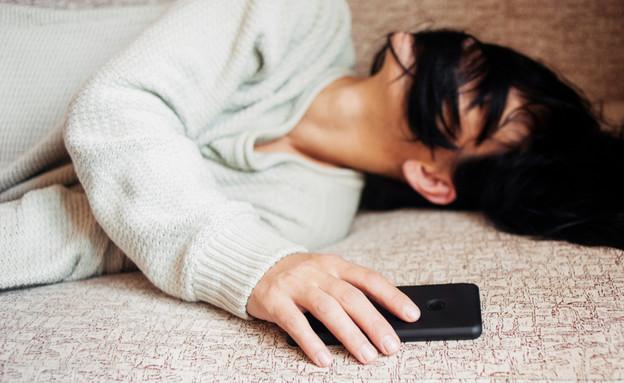 אישה עצובה (צילום: shutterstock | Kmat)