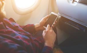 סלולרי במטוס (צילום:  GaudiLab, shutterstock)