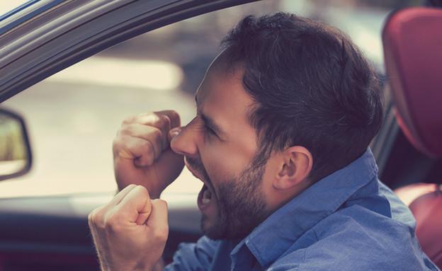 גבר עצבני בפקק תנועה (צילום: ShutterStock)