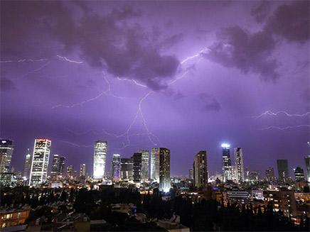 סופת ברקים בתל אביב