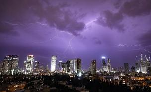 סופת ברקים בתל אביב (צילום: עופר עברי, חדשות)