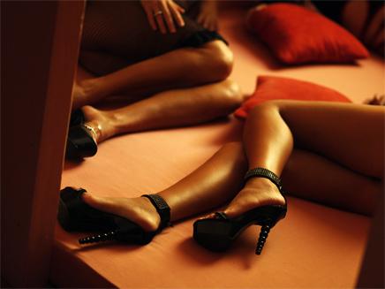 מפגש ה-BDSM, הפיתוי - וההתעללות