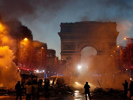 מהומות בפריז, צרפת
