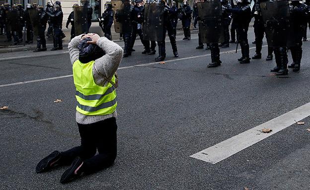 עימותים סוערים בפריז